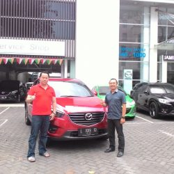 foto-penyerahan-unit-3-sales-marketing-mobil-dealer-mazda-surabaya-ari
