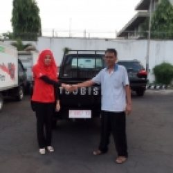 Foto-Penyerahan-Unit-3-Sales-Marketing-Mobil-Dealer-Mitsubishi-Jember-Indri
