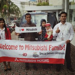 Foto Penyerahan Unit 3 Sales Marketing Mobil Dealer Mitsubishi Tasikmalaya Denis