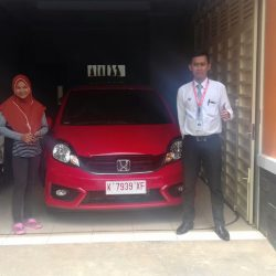 Foto Penyerahan Unit 3 Sales Marketing Mobil Dealer Mobil Honda Kudus Asif