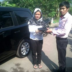Foto Penyerahan Unit 3 Sales Marketing Mobil Dealer Nissan Cibubur Sapta
