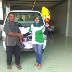Foto Penyerahan Unit 3 Sales Marketing Mobil Dealer Suzuki Indramayu Dewi