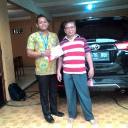Foto Penyerahan Unit 3 Sales Marketing Mobil Dealer Toyota Endro