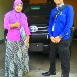 Foto Penyerahan Unit 3 Sales Marketing Mobil Dealer Toyota Serang Sulton