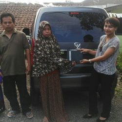 Foto Penyerahan Unit 3 Sales Marketing Mobil Suzuki Sukabumi Ajeng