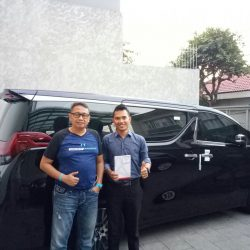 Foto Penyerahan Unit 4 Sales Mareting Mobil Dealer Toyota Ody
