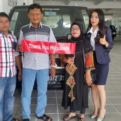 Foto Penyerahan Unit 4 Sales Marketing Mitsubishi Pekanbaru Izumi