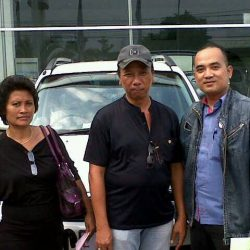 Foto Penyerahan Unit 4 Sales Marketing Mobil Dealer Daihatsu Cirebon Harry