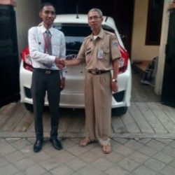 Foto Penyerahan Unit 4 Sales Marketing Mobil Dealer Honda Cibubur Yudi