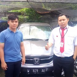 Foto Penyerahan Unit 4 Sales Marketing Mobil Dealer Honda Dinar