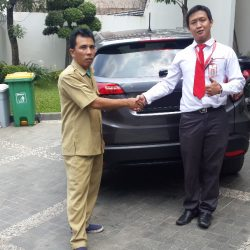 Foto Penyerahan Unit 4 Sales Marketing Mobil Dealer Honda Pluit Tjhai Andre