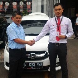 Foto Penyerahan Unit 4 Sales Marketing Mobil Dealer Honda Pondok Indah Adi