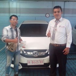 Foto Penyerahan Unit 4 Sales Marketing Mobil Dealer Honda Semarang Pungky