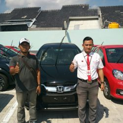 Foto Penyerahan Unit 4 Sales Marketing Mobil Dealer Honda Tuban Alib