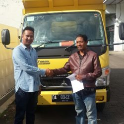 Foto Penyerahan Unit 4 Sales Marketing Mobil Dealer Mitsubishi Banjarmasin Irul