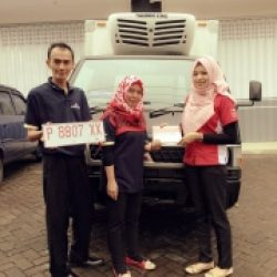Foto-Penyerahan-Unit-4-Sales-Marketing-Mobil-Dealer-Mitsubishi-Jember-Indri