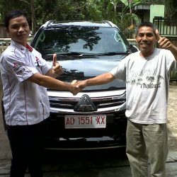 Foto Penyerahan Unit 4 Sales Marketing Mobil Dealer Mitsubishi Solo Agus