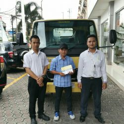 Foto Penyerahan Unit 4 Sales Marketing Mobil Dealer Mitsubishi Tasikmalaya Denis