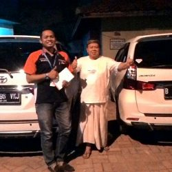 Foto Penyerahan Unit 4 Sales Marketing Mobil Dealer Toyota Endro