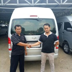 Foto Penyerahan Unit 4 Sales Marketing Mobil Dealer Toyota Joe Hadi