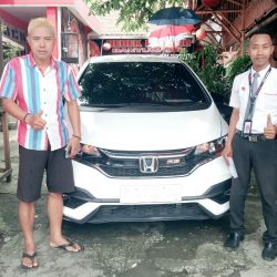 Foto Penyerahan Unit 4 Sales Marketing Mobil Honda Ari