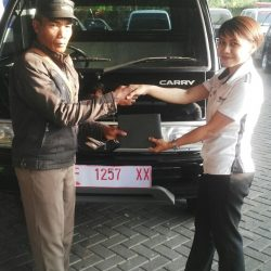 Foto Penyerahan Unit 4 Sales Marketing Mobil Suzuki Sukabumi Ajeng