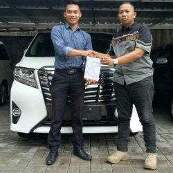 Foto Penyerahan Unit 5 Sales Mareting Mobil Dealer Toyota Ody