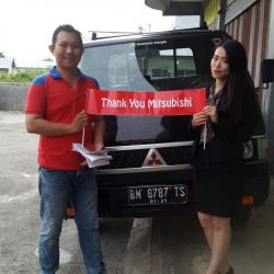 Foto Penyerahan Unit 5 Sales Marketing Mitsubishi Pekanbaru Izumi