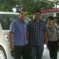Foto Penyerahan Unit 5 Sales Marketing Mobil Dealer Daihatsu Cirebon Harry