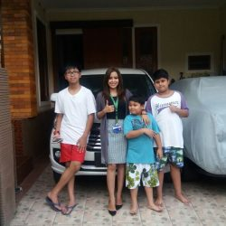 Foto Penyerahan Unit 5 Sales Marketing Mobil Dealer Daihatsu Dewi