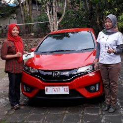 Foto Penyerahan Unit 5 Sales Marketing Mobil Dealer Honda Salatiga Irma