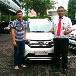Foto Penyerahan Unit 5 Sales Marketing Mobil Dealer Honda Semarang Pungky