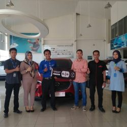 Foto Penyerahan Unit 5 Sales Marketing Mobil Dealer Mazda Makassar Zaky