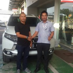 Foto Penyerahan Unit 5 Sales Marketing Mobil Dealer Mitsubishi Banjarmasin Irul