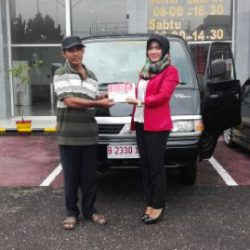 foto-penyerahan-unit-5-sales-marketing-mobil-dealer-mitsubishi-kediri-yuyun