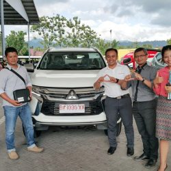 Foto Penyerahan Unit 5 Sales Marketing Mobil Dealer Mitsubishi Padang Tommy