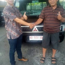 Foto Penyerahan Unit 5 Sales Marketing Mobil Dealer Mitsubishi Solo Agus
