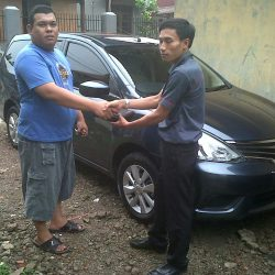 Foto Penyerahan Unit 5 Sales Marketing Mobil Dealer Nissan Cibubur Sapta