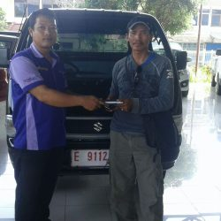 Foto Penyerahan Unit 5 Sales Marketing Mobil Dealer Suzuki Cirebon Hari
