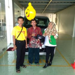 Foto Penyerahan Unit 5 Sales Marketing Mobil Dealer Suzuki Indramayu Dewi
