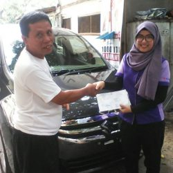 Foto Penyerahan Unit 5 Sales Marketing Mobil Dealer Suzuki Refni