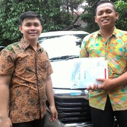 Foto Penyerahan Unit 5 Sales Marketing Mobil Dealer Toyota Endro