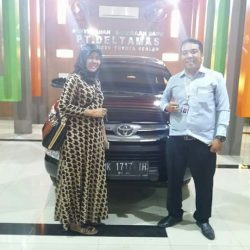 Foto Penyerahan Unit 5 Sales Marketing Mobil Dealer Toyota Jefri