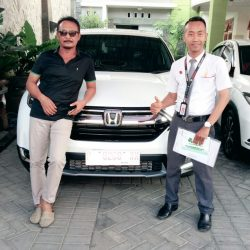 Foto Penyerahan Unit 5 Sales Marketing Mobil Honda Ari