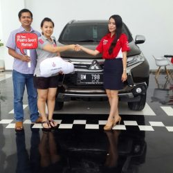 Foto Penyerahan Unit 6 Sales Marketing Mitsubishi Pekanbaru Izumi