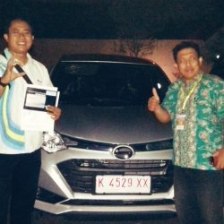 foto-penyerahan-unit-6-sales-marketing-mobil-daihatsu-kudus-farij