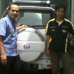 Foto Penyerahan Unit 6 Sales Marketing Mobil Dealer Daihatsu Cirebon Harry