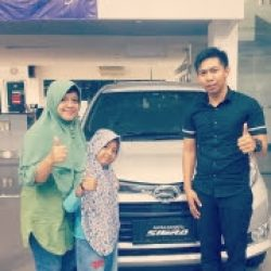 Foto Penyerahan Unit 6 Sales Marketing Mobil Dealer Daihatsu Rozik