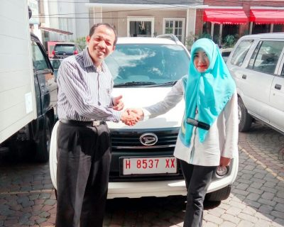 foto-penyerahan-unit-6-sales-marketing-mobil-dealer-daihatsu-salatiga-avi