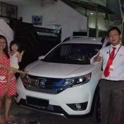 Foto Penyerahan Unit 6 Sales Marketing Mobil Dealer Honda Pluit Tjhai Andre